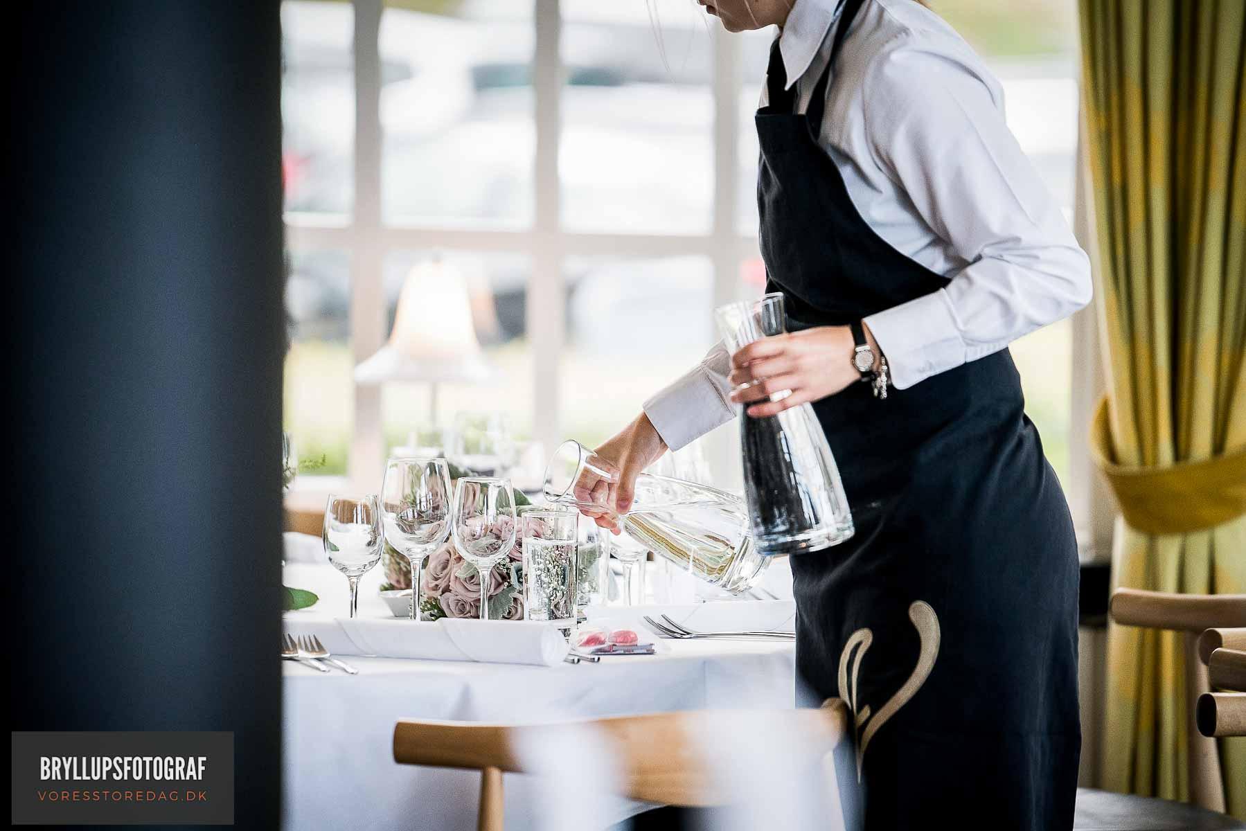 Bryllupsfotograf i Aarhus med sans for bryllupsbilleder med kant