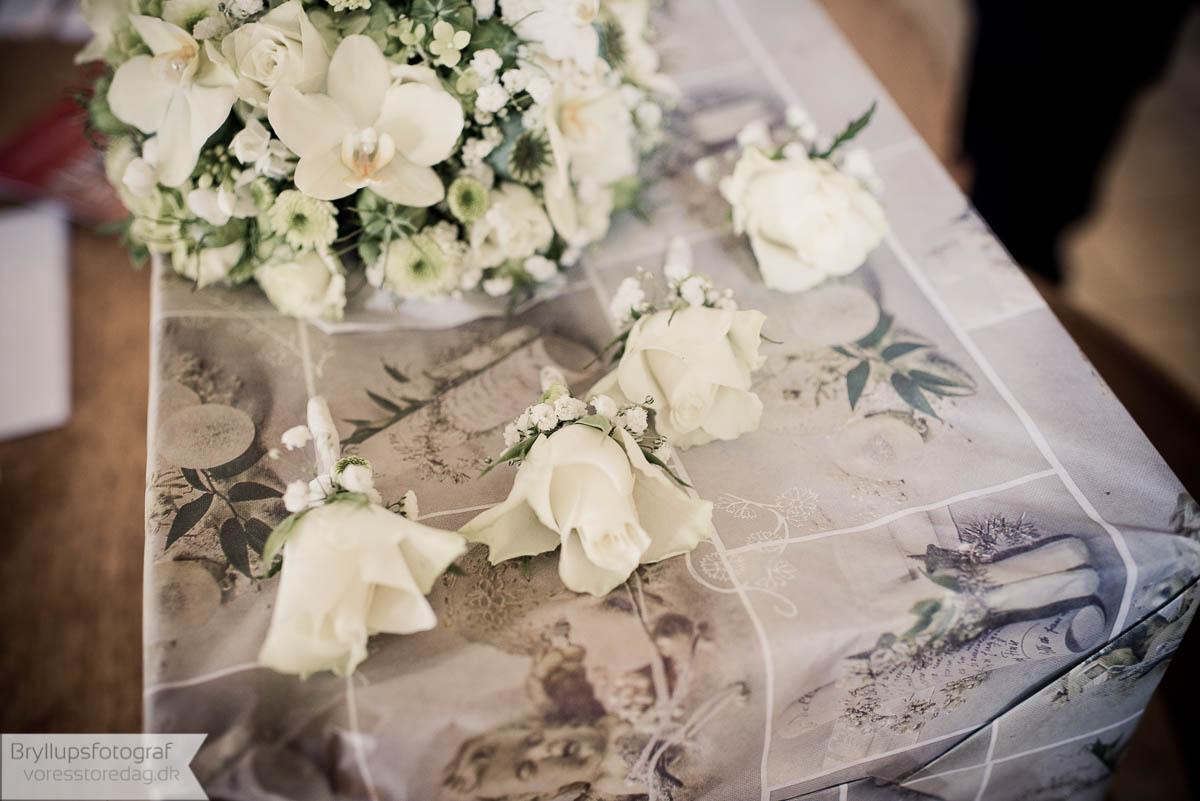 Billeder af brudebuketter og blomsterpynt til bryllup